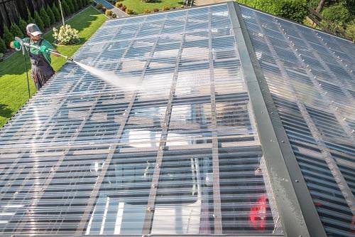 Nettoyage de toiture professionnel avec nettoyage-toiture-13.com